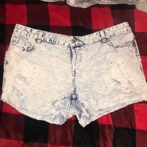 High waisted jean shorts‼️